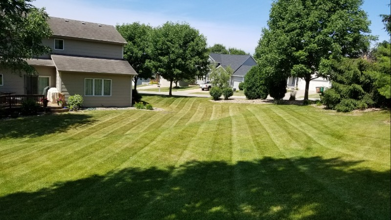 Lawn Mowing Contractor in West Des Moines, IA, 50265