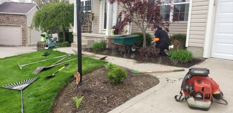 Lawn Mowing Contractor in Akron, OH, 44306