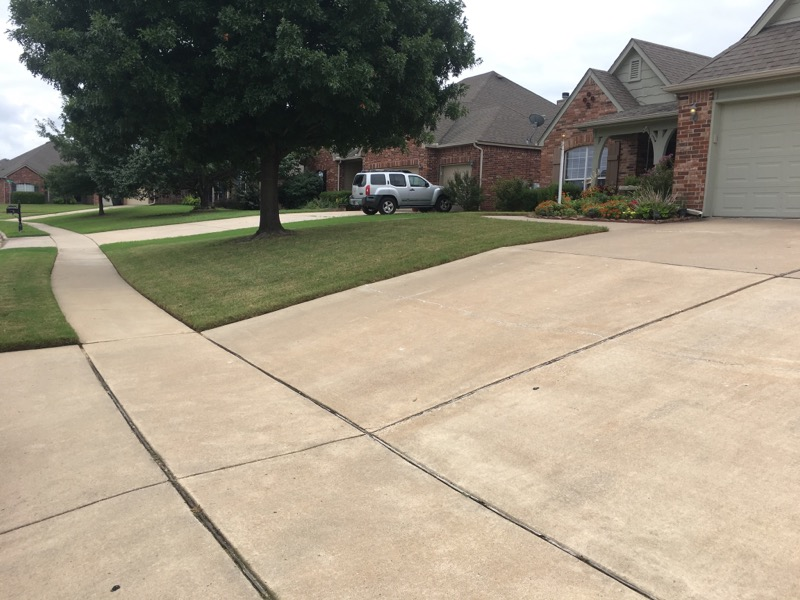 Lawn Mowing Contractor in Claremore, OK, 74019