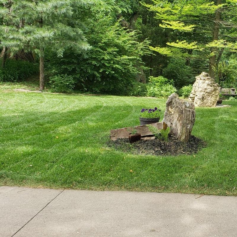 Lawn Mowing Contractor in Omaha, NE, 68112