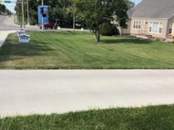 Lawn Mowing Contractor in Omaha, NE, 68114