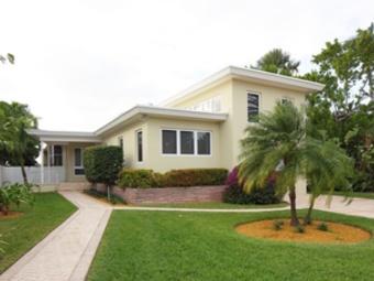 Lawn Mowing Contractor in Miami, FL, 33186