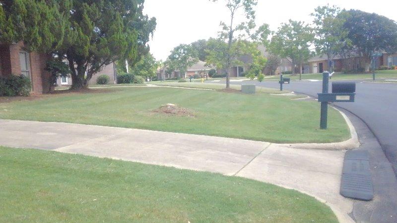Lawn Mowing Contractor in Prattville, AL, 36067