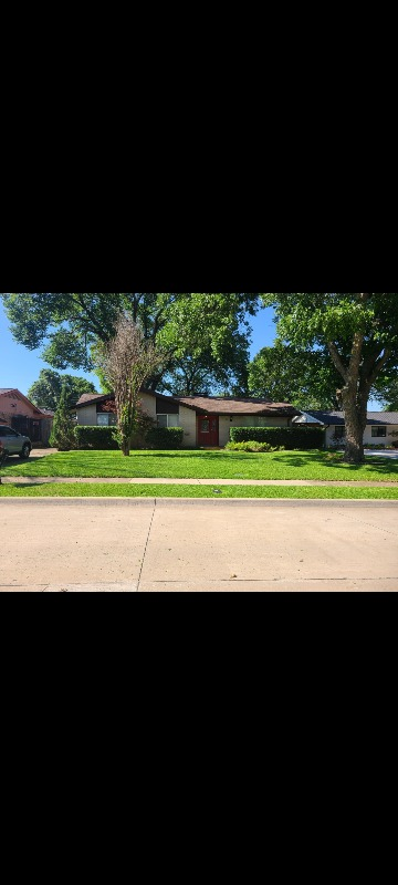 Lawn Mowing Contractor in Garland, TX, 75043