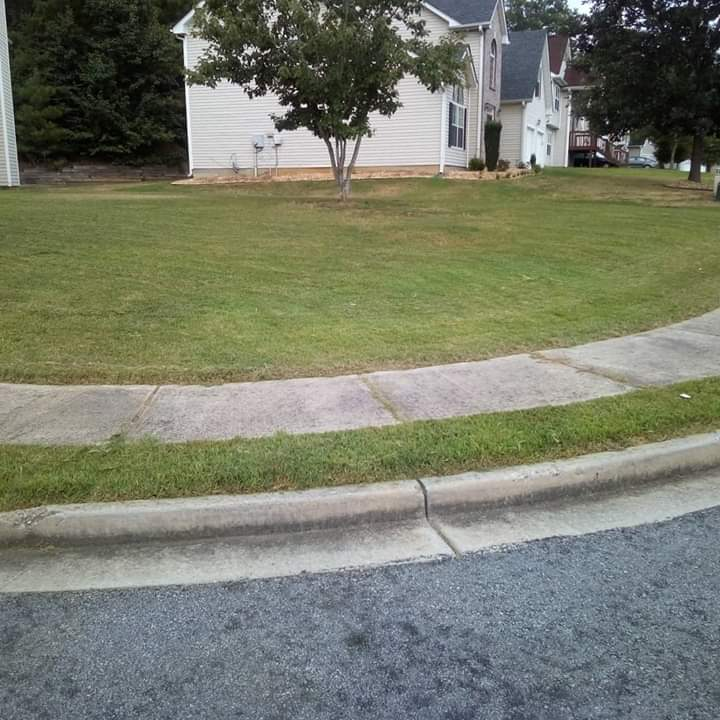 Lawn Mowing Contractor in Mc Donough, GA, 30253