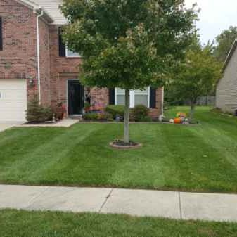 Lawn Mowing Contractor in Brownsburg, IN, 46112