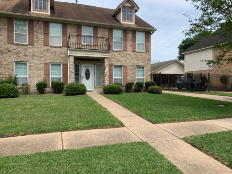 Lawn Mowing Contractor in Houston, TX, 77075