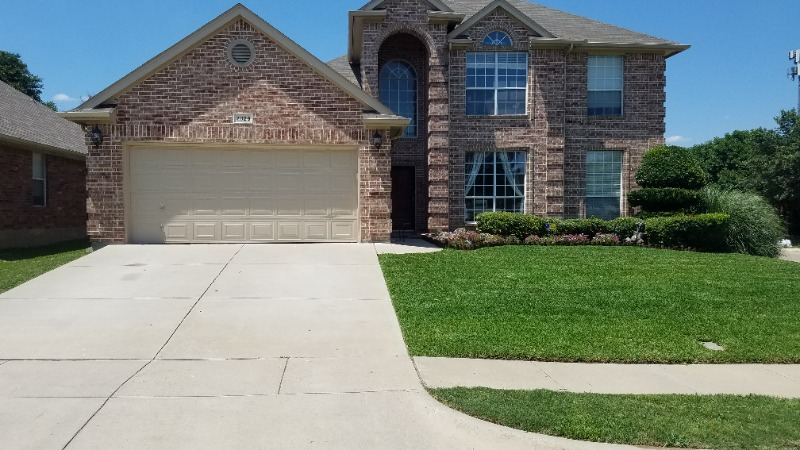 Lawn Mowing Contractor in Fort Worth, TX, 76117
