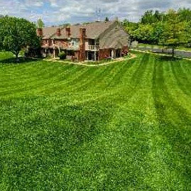 Lawn Mowing Contractor in St. Louis, MO, 63129