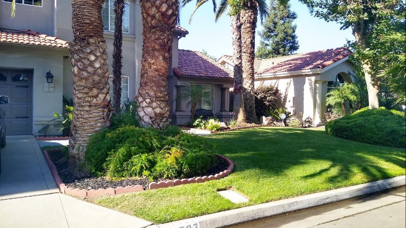 Lawn Mowing Contractor in Fresno, CA, 93702