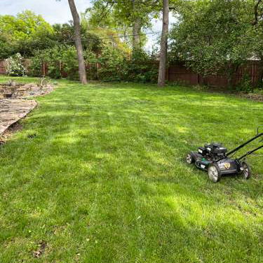 Lawn Mowing Contractor in Topeka, KS, 66614