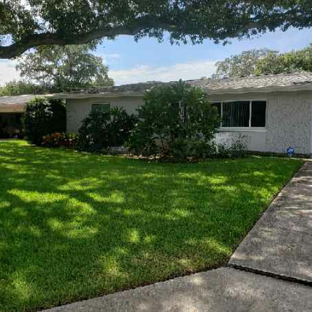 Lawn Mowing Contractor in Largo, FL, 33771