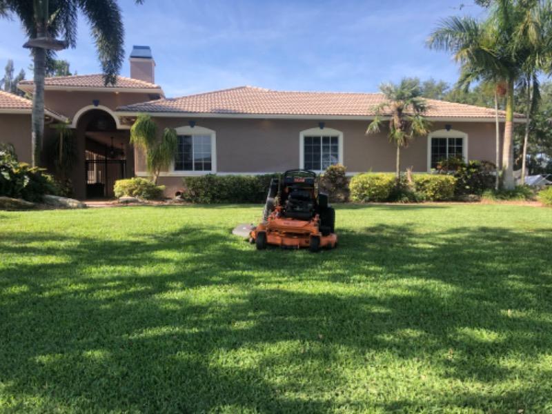 Lawn Mowing Contractor in Plantation , FL, 33313
