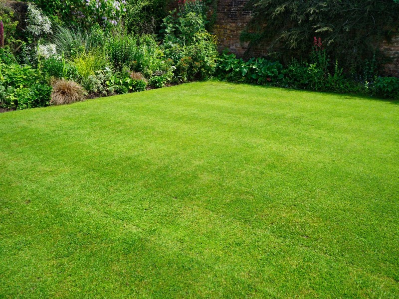 Lawn Mowing Contractor in Lincoln, NE, 68521