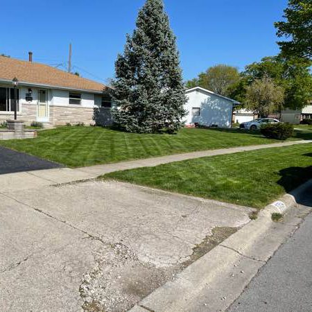 Lawn Mowing Contractor in Columbus, OH, 43229