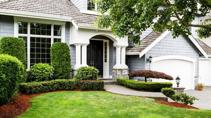 Lawn Mowing Contractor in Houston, TX, 77077