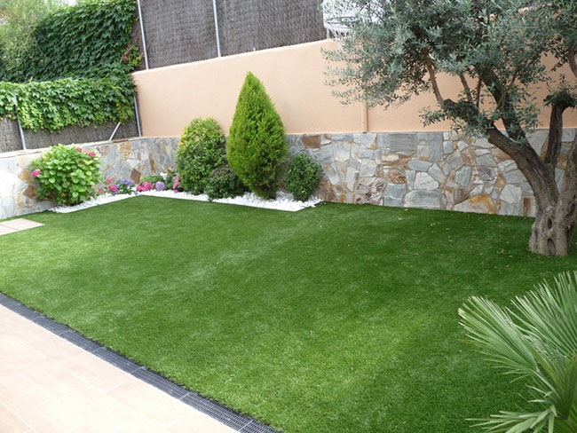 Lawn Mowing Contractor in Towson, MD, 21204
