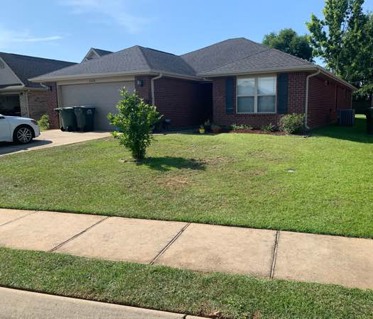 Lawn Mowing Contractor in Cantonment, FL, 32533