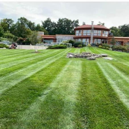 Lawn Mowing Contractor in Nashville, TN, 37208