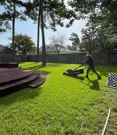 Lawn Mowing Contractor in Houston, TX, 77017