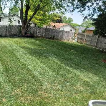 Lawn Mowing Contractor in Belvidere, IL, 61008