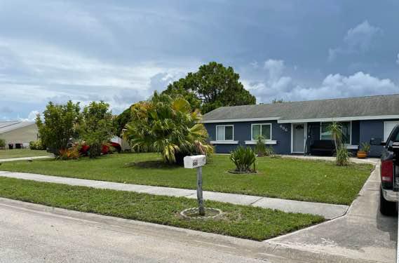 Lawn Mowing Contractor in Stuart, FL, 34994