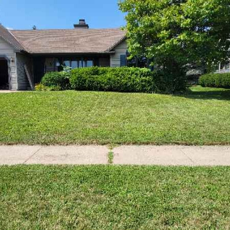 Lawn Mowing Contractor in Green Bay, WI, 54311
