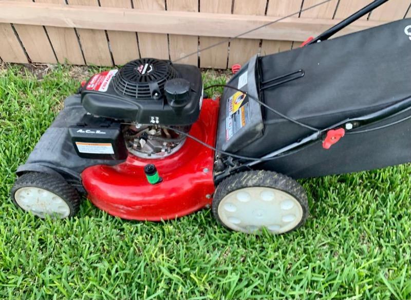 Lawn Mowing Contractor in Live Oak, TX, 78233