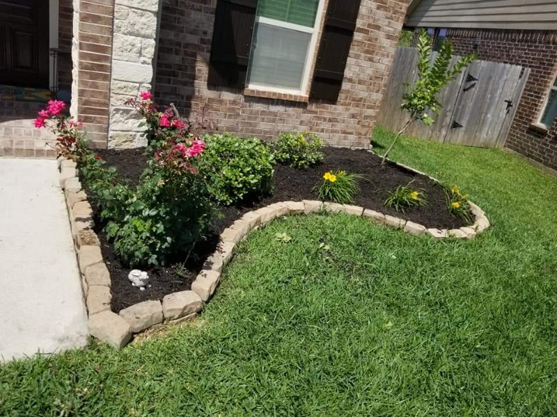 Lawn Mowing Contractor in Dickinson, TX, 77539