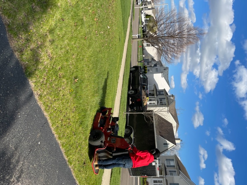Lawn Mowing Contractor in Aurora, IL, 60502