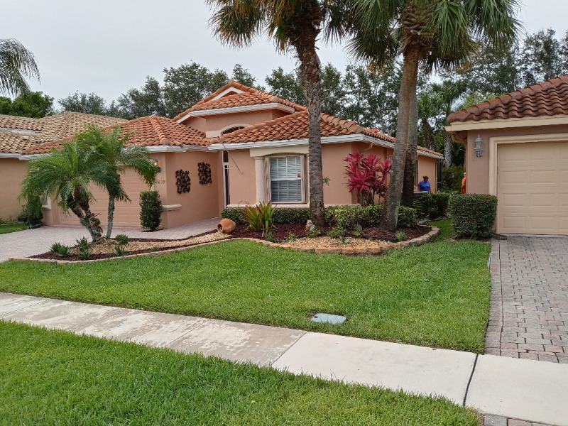 Lawn Mowing Contractor in Lake Worth, FL, 33462