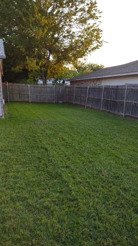 Lawn Mowing Contractor in Fort Worth, TX, 76133