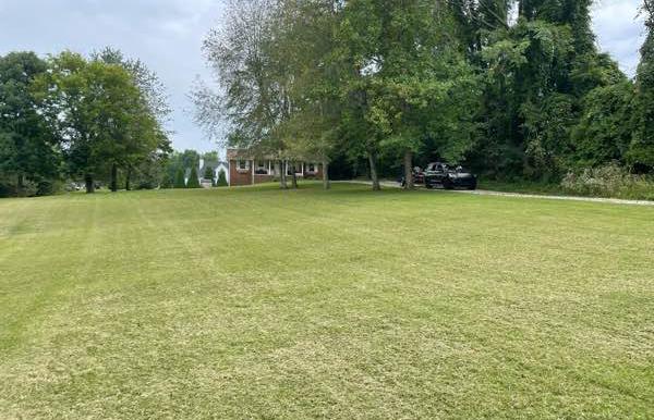 Lawn Mowing Contractor in Chapmansboro, TN, 37035