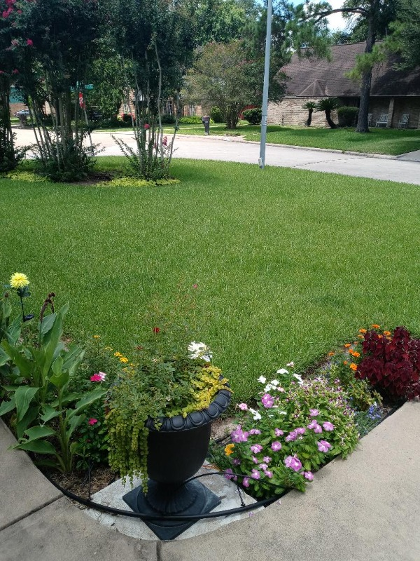 Lawn Mowing Contractor in Houston, TX, 77091