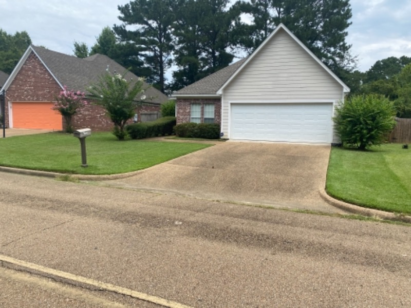 Lawn Mowing Contractor in Jackson, MS, 39204
