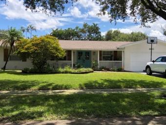 Order Lawn Care in Plantation , FL, 33313