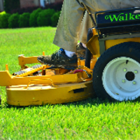 local-lawn-maintenance-contractors-in-Milford-CT