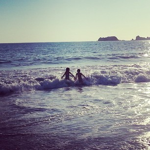 playing-in-the-ocean-in-ixtapa