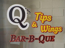 Q's Tips & Wings BBQ Logo