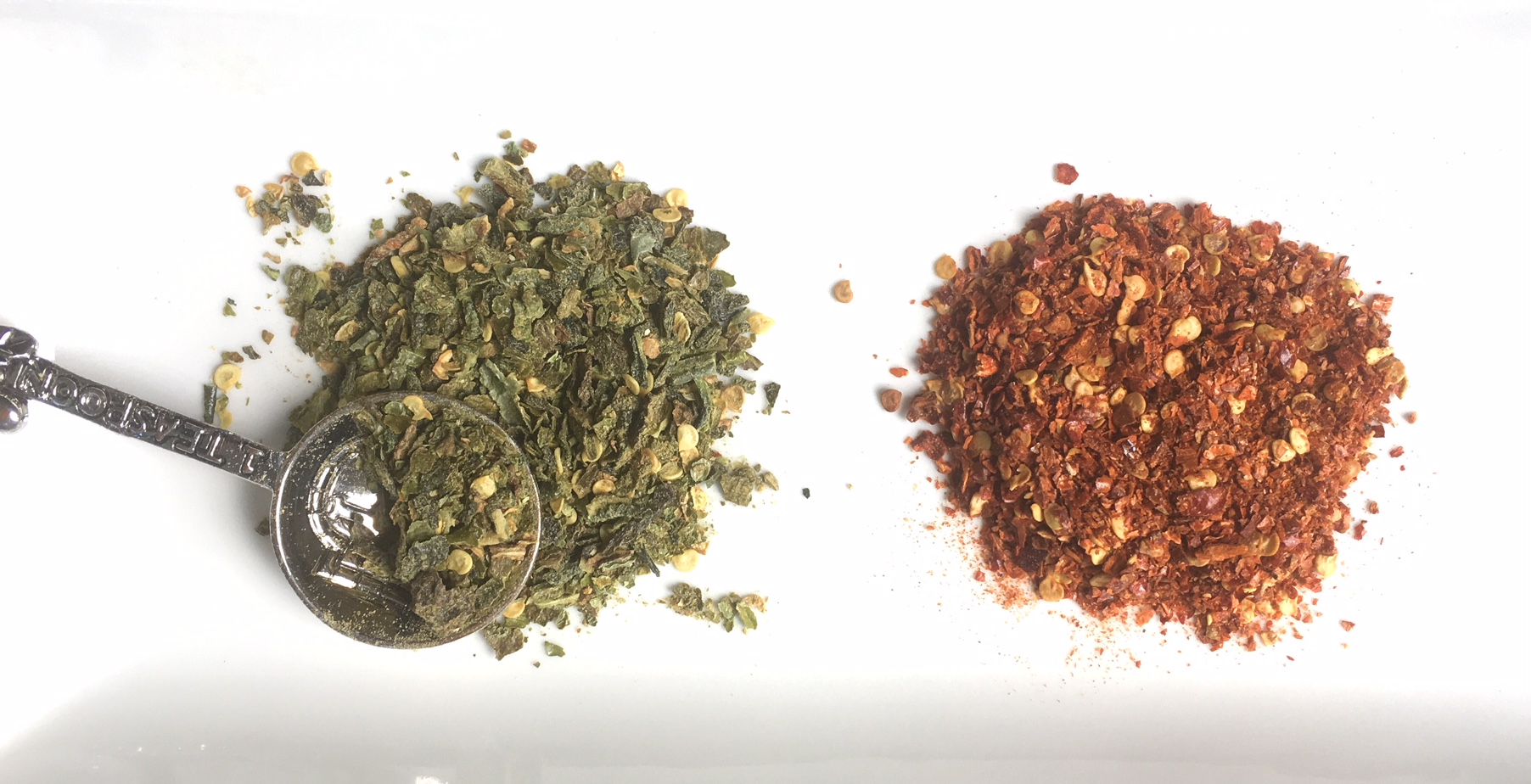 Green and red smoked pepper flakes each add unique flavors and color additions to spice up a meal. If you make a spicy batch, be careful when you open up your jars of pepper flakes because they can clear your sinuses! / 6 Creative Ways to Use Lots of Peppers by GrowJourney.com