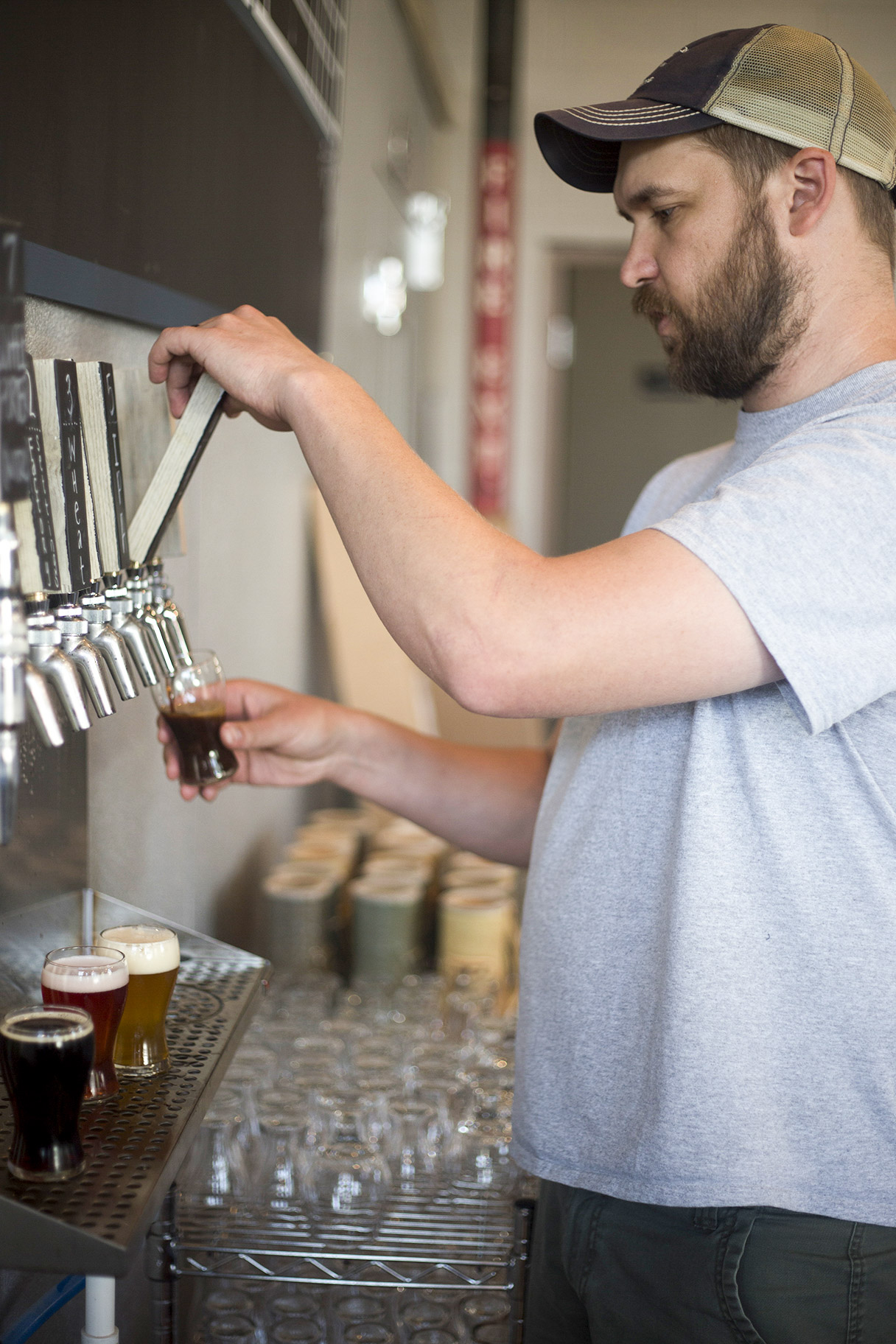 Derek Meyers pours samples of Imminent Brewings beer // Photo by Louis Garcia