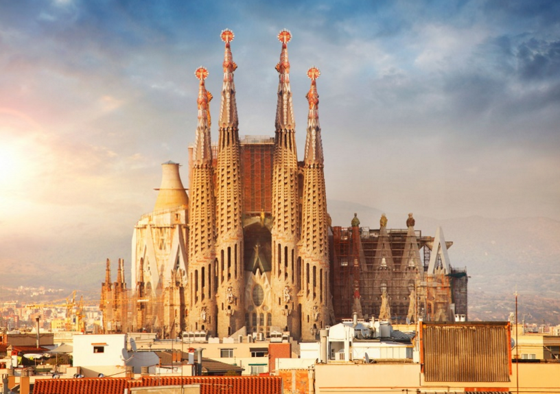 la sagrada familia finally nearing completion. Black Bedroom Furniture Sets. Home Design Ideas