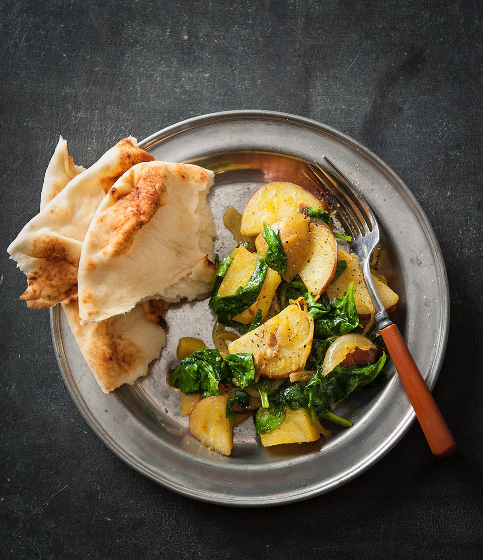 Indian spiced potatoes and spinach // Photo by Mette Nielsen
