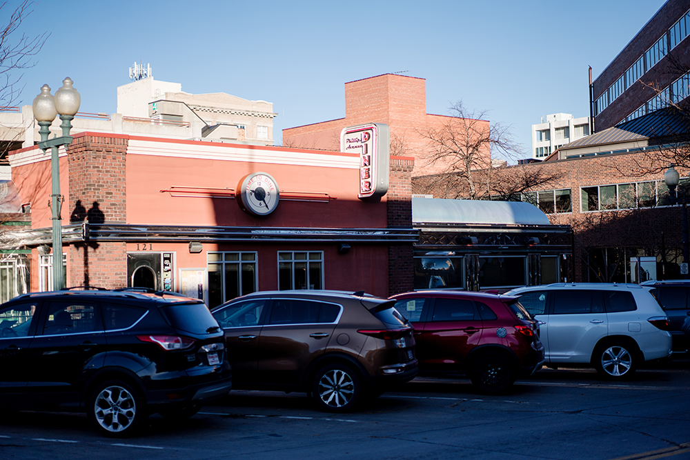 The exterior of Phillips Avenue Diner // Photo by Becca Dilley