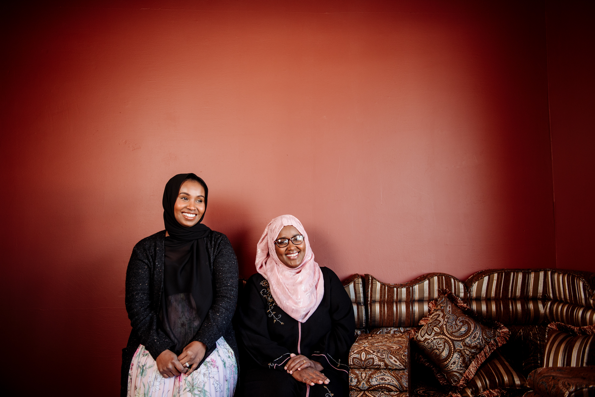 Farhiya Iman (left) and her sister Bisharo (right) at Nori Cafe in St. Cloud // Photo by Becca Dilley