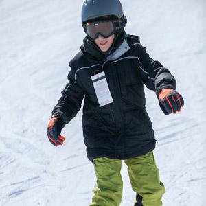Kid snowboarding