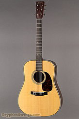 Martin Guitar HD-28V NEW