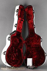 Calton Case Medium Jumbo (OM,000) White/Red NEW Image 5