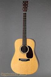 Martin Guitar HD-28V NEW