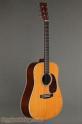 2001 Martin Guitar HD-28V Image 2
